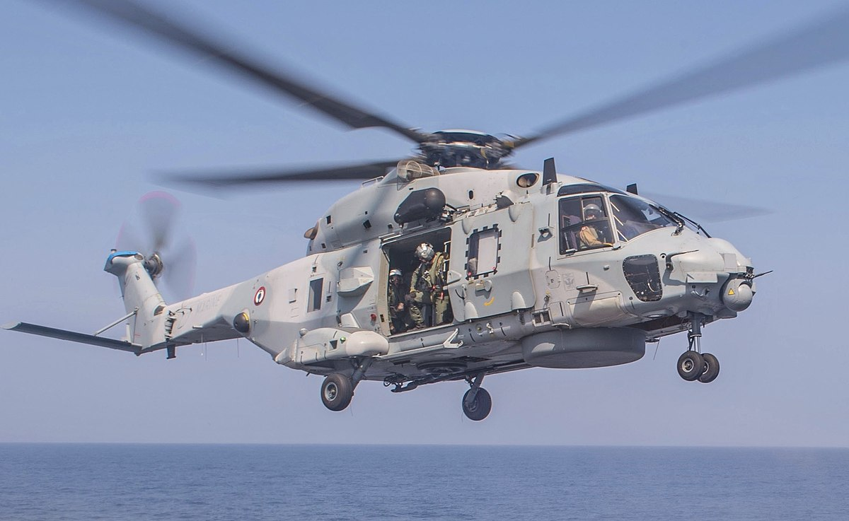 1200px-French_Navy_NH90_lands_on_USS_Antietam_CG-54_in_the_Bay_of_Bengal_cropped